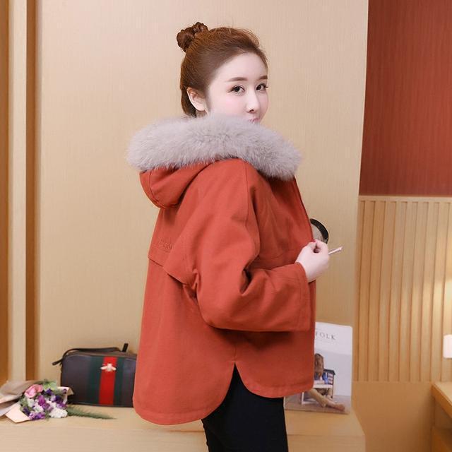 洪欣晒日本度假照, 47岁跟儿子一起像个小姑娘, 身上的外套亮了 10
