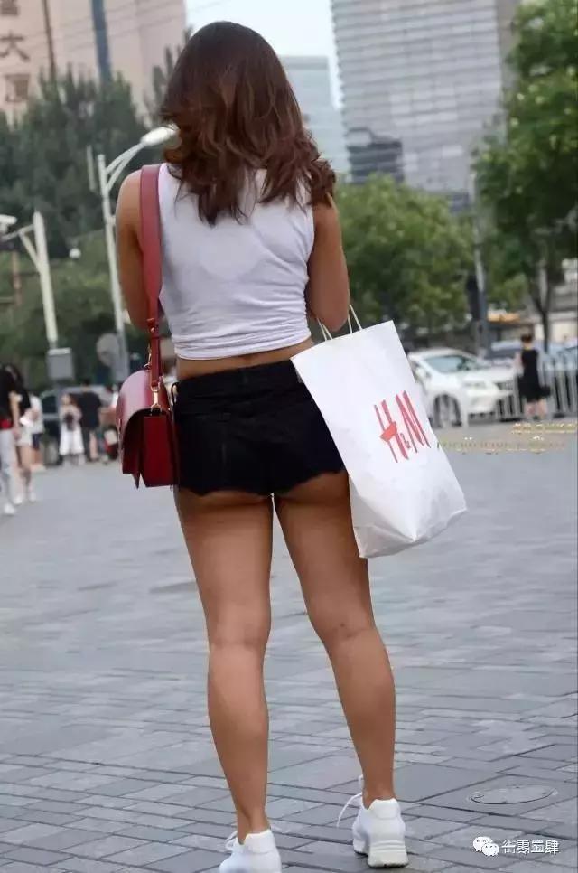 """街拍, 圆圆的, 萝卜腿, 小热裤, 很""""开放"""" 3"""