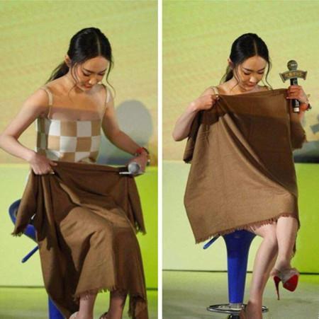 霍思燕现身活动, 裙子短到用布裹, 网友: 都孩他妈了, 悠着点吧! 4