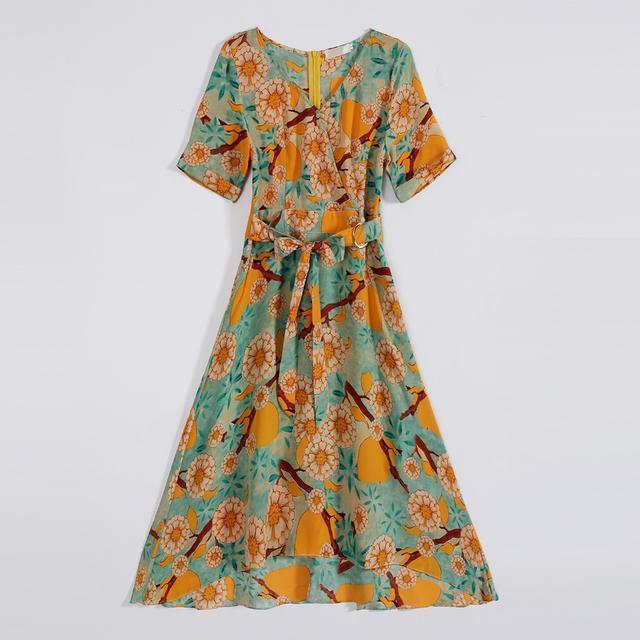 今夏印花连衣裙来袭, 时尚感十足, 尽显女人味