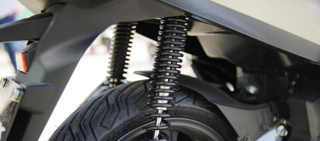 本田最新踏板標桿車, 149CC水冷, 百公裡油耗1.9L, 2.699萬值嗎?-圖16