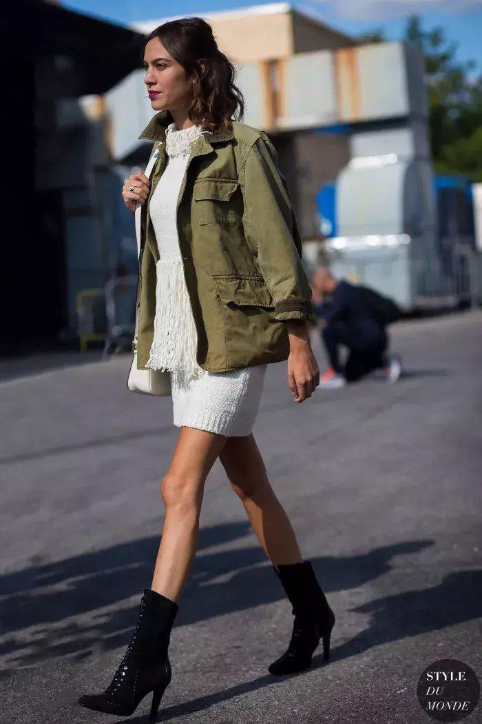 裙子+短靴才是初秋最时髦搭配! 7