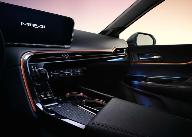 豐田全新B級車曝光, 比雷克薩斯ES更寬, 配一體式貫穿大屏-圖9