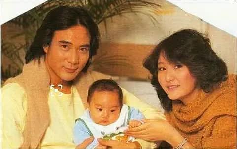 1982年, 32歲徐少強哄騙17歲雪梨, 承諾: 孩子一出生就和原配離婚!-圖8