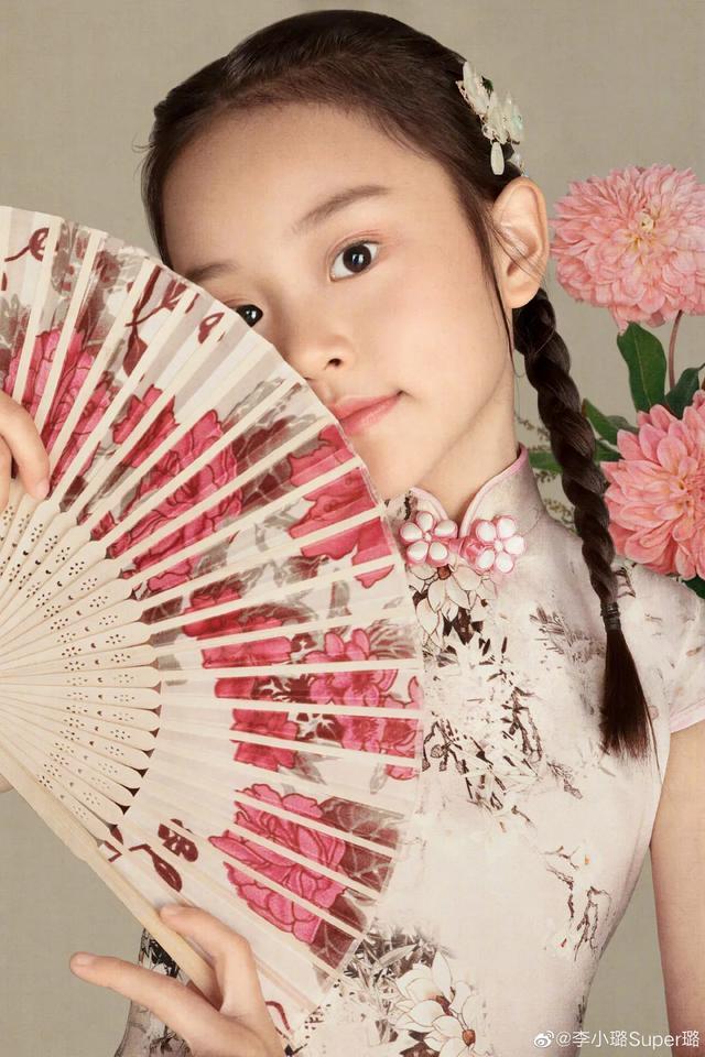 李小璐為女兒慶生, 母女拍古風寫真, 8歲甜馨出落大方淑女范十足-圖5