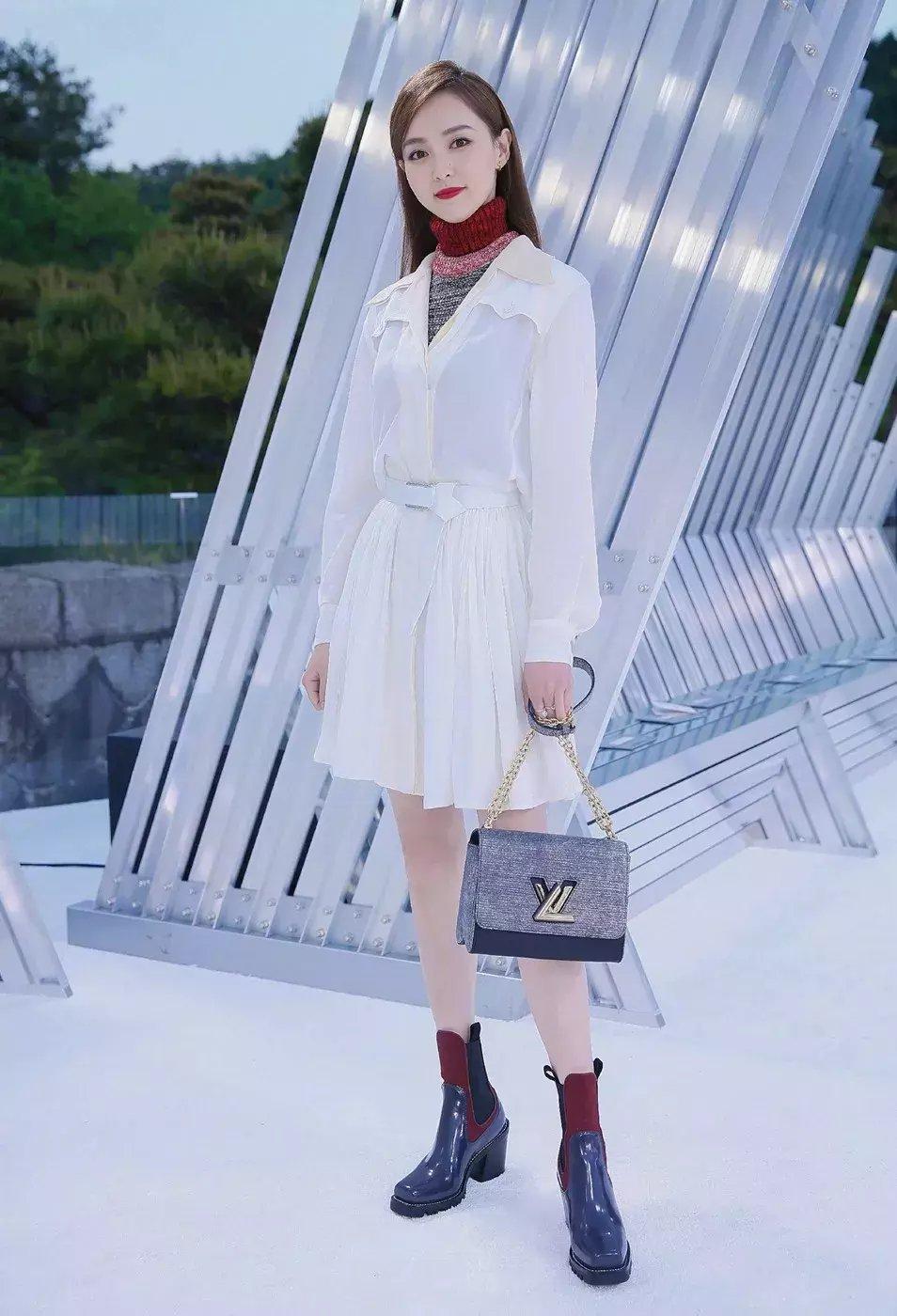 裙子+短靴才是初秋最时髦搭配! 5