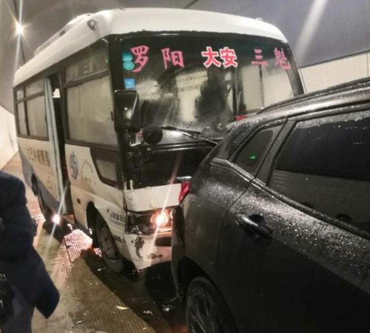 長城WEY VV7遭大巴車追尾, 出乎意料, 網友: 這才是國產車的質量-圖2