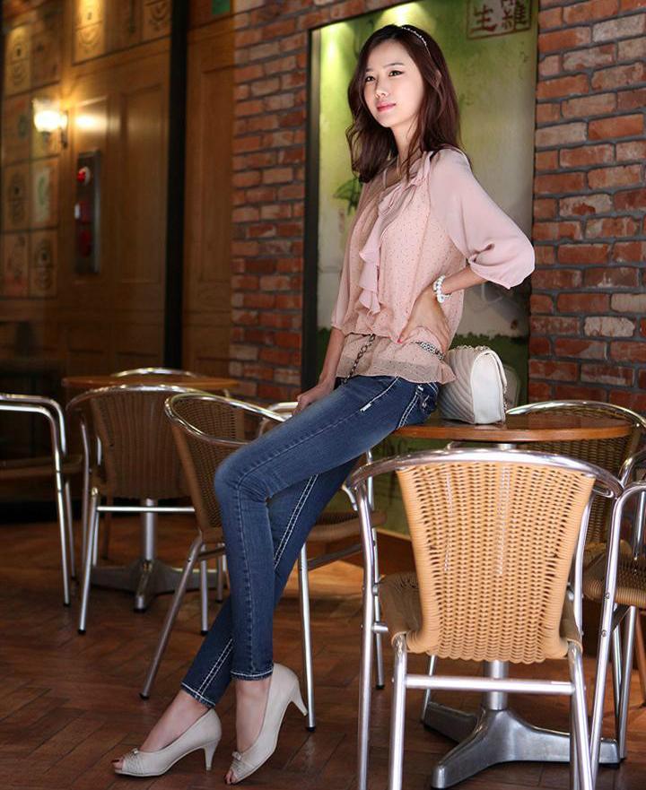 紧身裤美美展露身材, 秀出不一样的时尚魅力