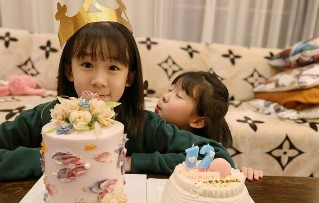陸毅炫耀女兒生日照, 繼承媽媽鮑蕾的仙氣, 12歲陸貝兒成大美女-圖1