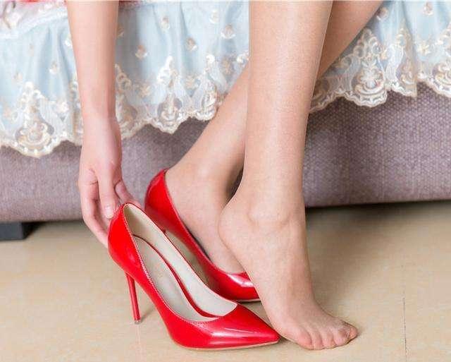 我喜欢穿上高跟鞋时的感觉, 它让我更加自信与美丽 4