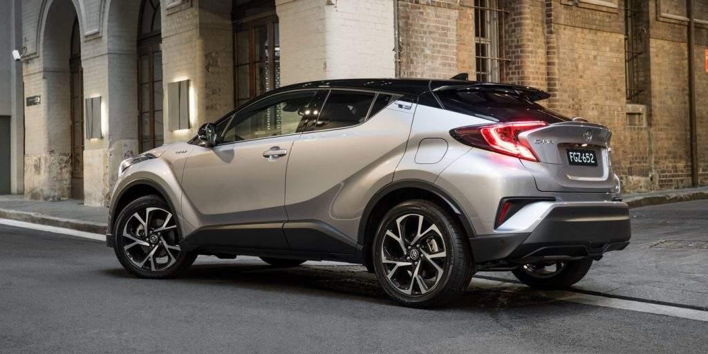 高速偶遇丰田CHR展车, 感觉快要上市了, 这颜值售12万, 国产车要歇菜