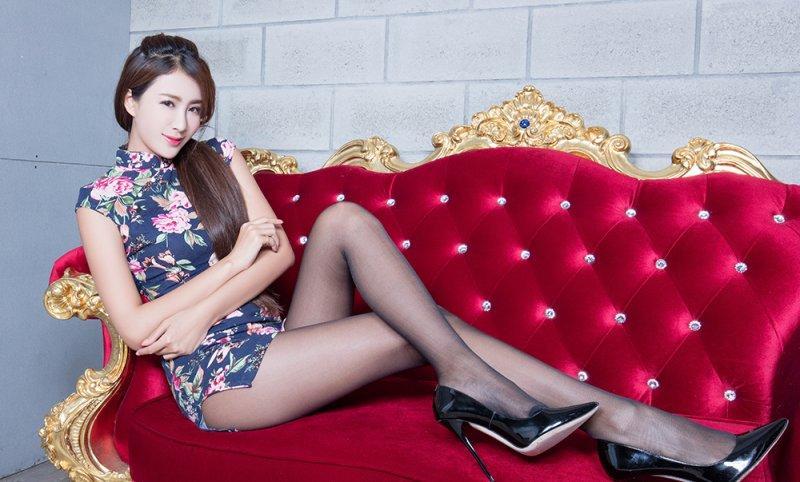 姑娘穿旗袍丝袜的样子是对美丽的最好诠释, 总想多看一会 1