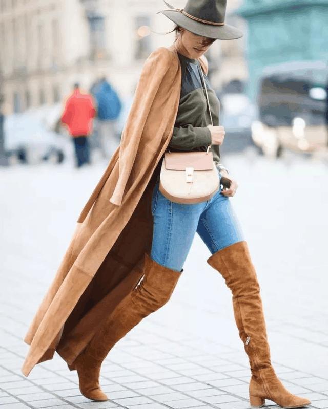 这2个颜色穿在一起, 驼色大衣和毛衣搭配, 能助你气质升级 5