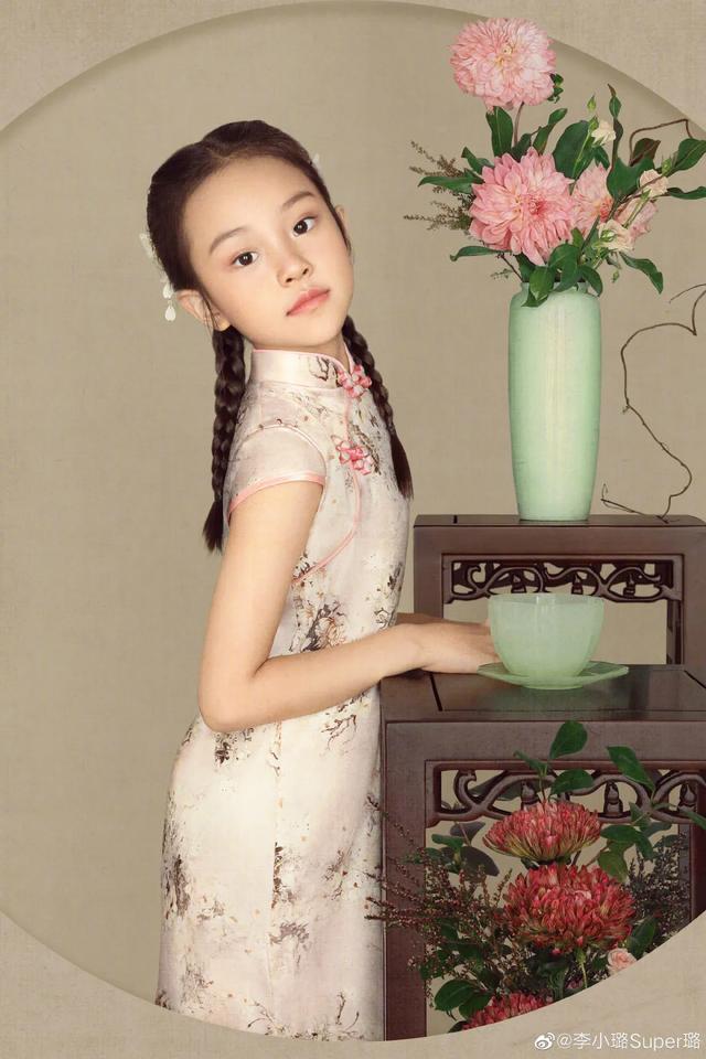 李小璐為女兒慶生, 母女拍古風寫真, 8歲甜馨出落大方淑女范十足-圖4