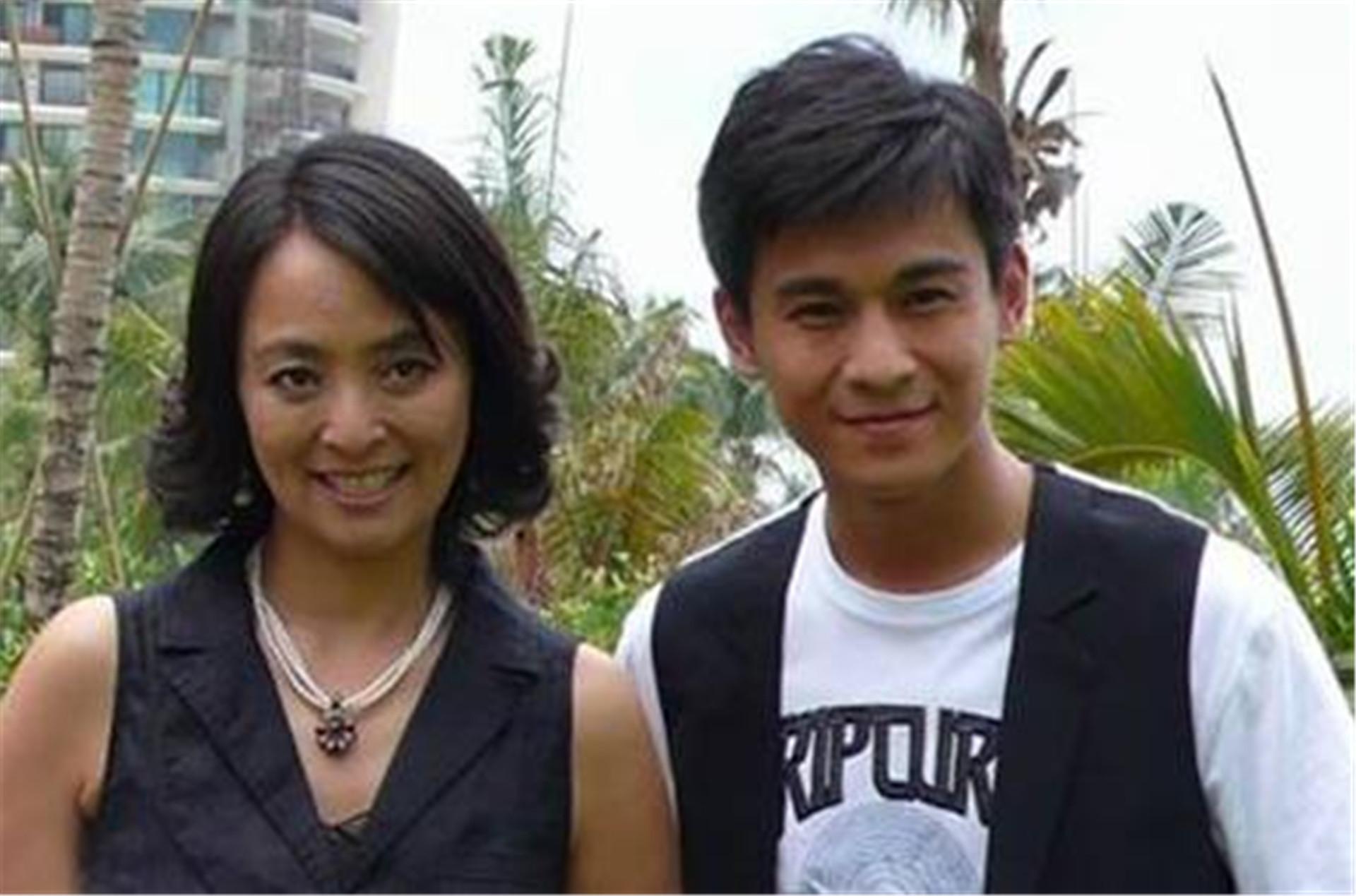 揚言不嫁中國人, 卻兩次被老外拋棄, 如今她帶著兒子回國撈金-圖2