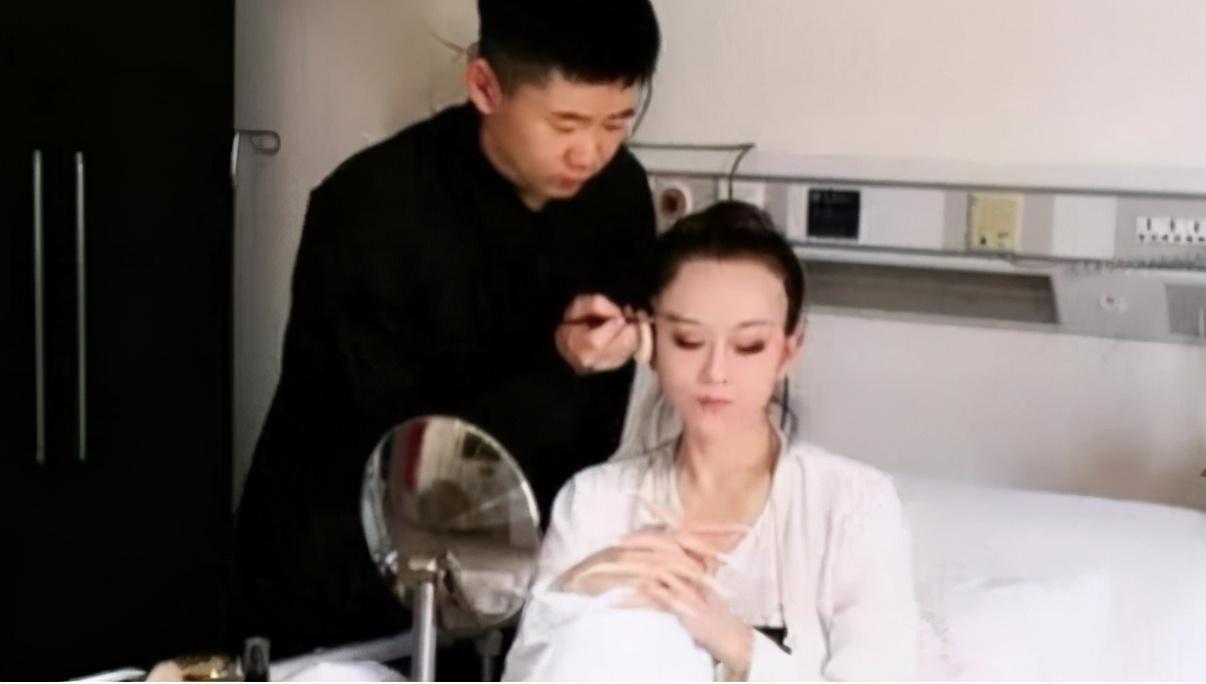 """61歲楊麗萍私生活曝光? 被稱現實版""""老佛爺"""", 起居要男助理伺候-圖2"""
