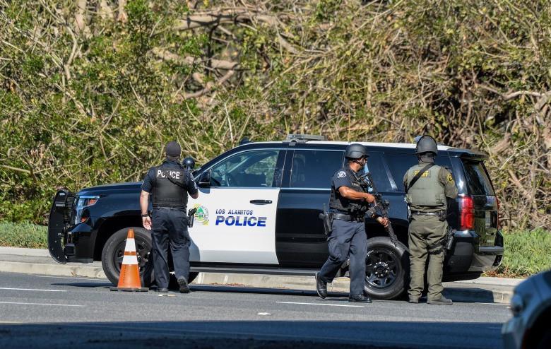 美國男子躲在草叢伏擊警察, 被大批警力包抄當場斃命-圖1