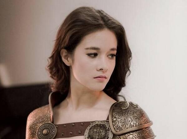 她是戰狼2欽定女一, 卻因開拍前獅子大開口被吳京撤換, 今在娛樂圈是這個樣子-圖6