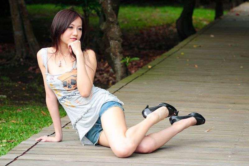 短裤穿出新鲜感, 凸现美女曼妙身姿 6