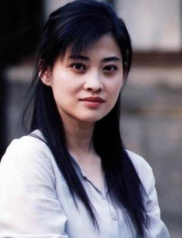 朱時茂26年前的春晚, 有誰註意他身旁的姑娘, 如今紅得一塌糊塗-圖6