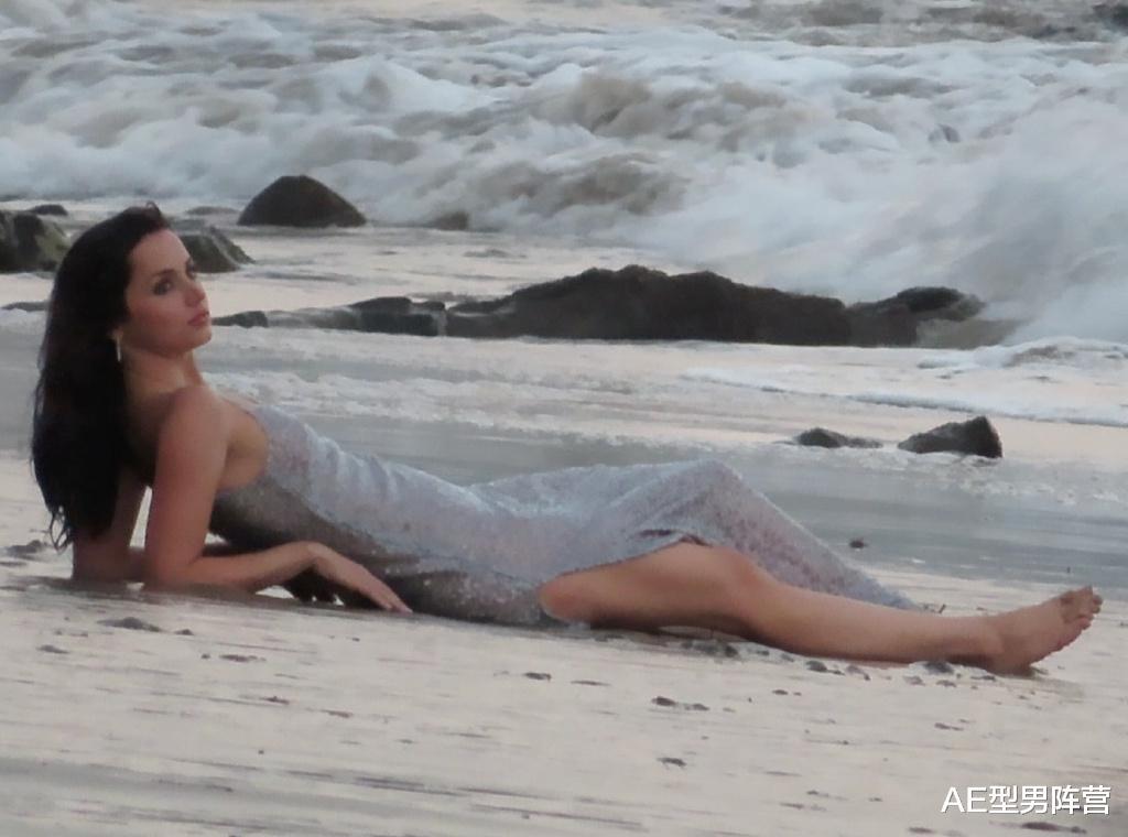 笑哭! 32歲安娜·德·阿瑪斯路透照曝光, 國外網友紛紛@本阿·弗萊克-圖3