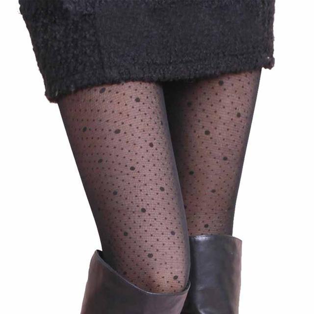 太会穿! 姐姐大衣下面不穿打底裤, 原来流行这样的内绒裤, 真洋气