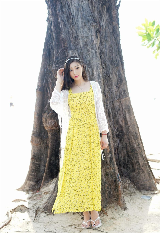 漂亮的小姐姐穿上黄色几何小花纹雪纺裙, 素颜的她却如此魅力十足 3