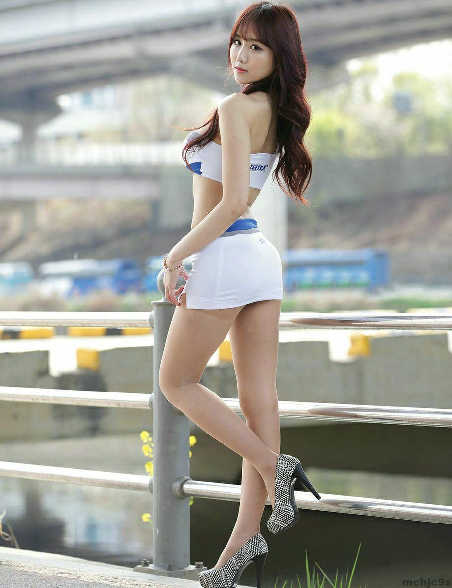 短裙美女秀身材, 穿出妹子曼妙曲线 2