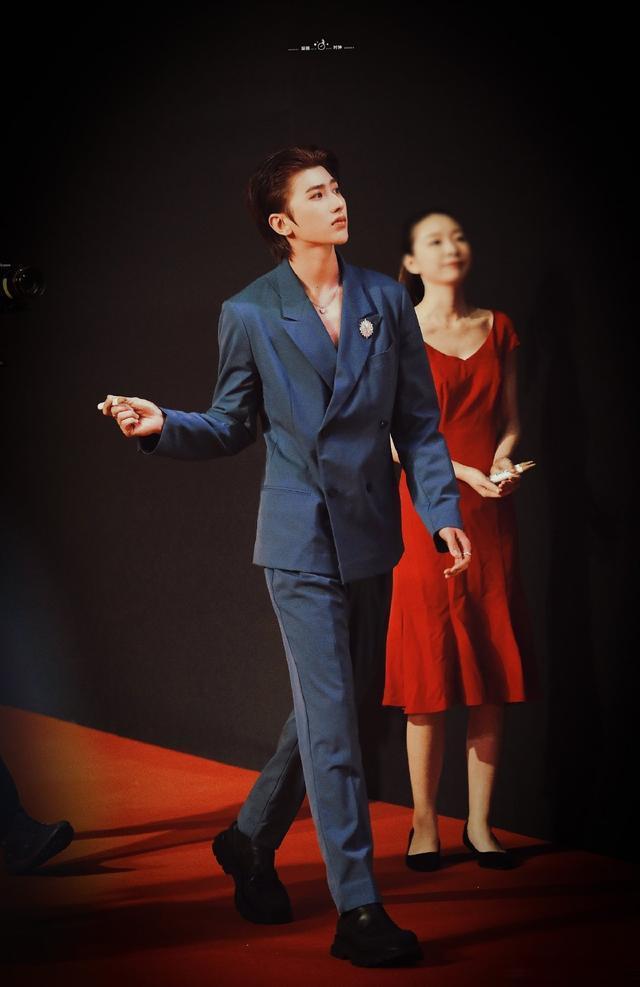 吳京和易烊千璽合影時的表情, Karsa哭瞭, SM新女團11月出道-圖7