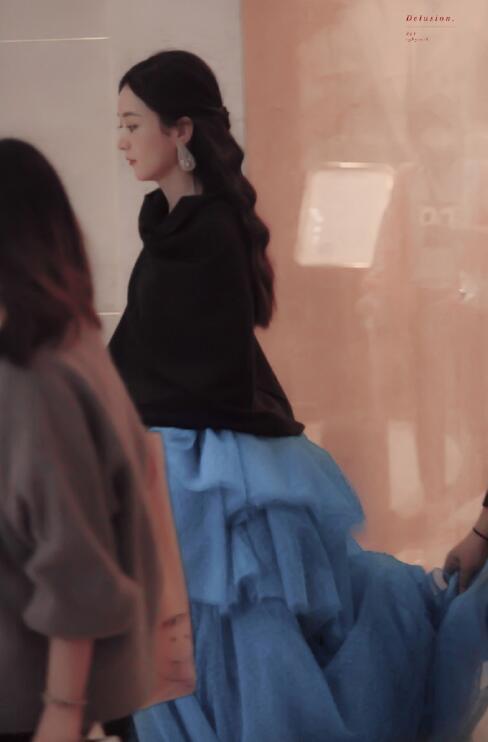 金鷹節晚會眾女星盛裝比美: 趙麗穎宋茜罕見撞款, 劉濤星光裙絕美-圖3