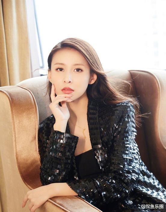 34歲賈青, 顏值姣好身材有料, 好身型讓無數女生羨慕-圖4