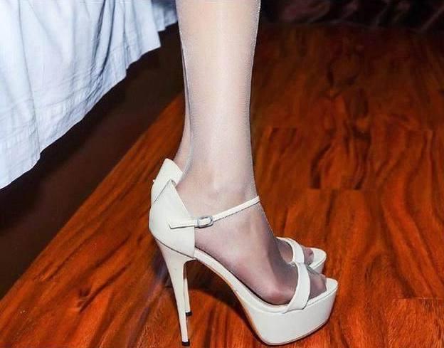 只要完成穿上高跟鞋这一小步, 就能够让自己向成为美女这个方向迈出一大步 6