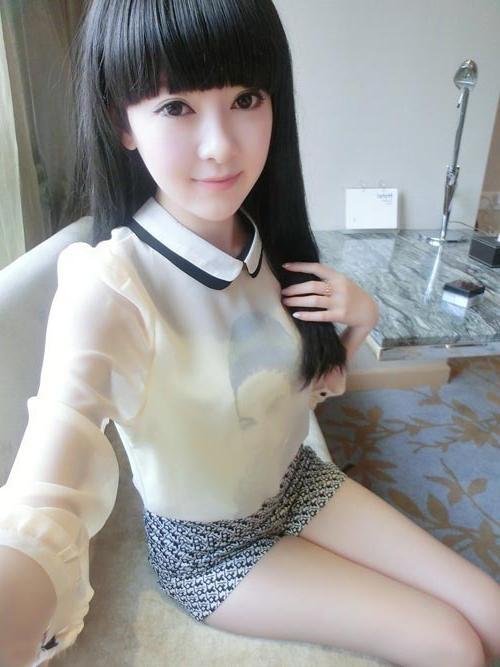 短裤穿出热辣的魅力风情, 怎么看都很俏美