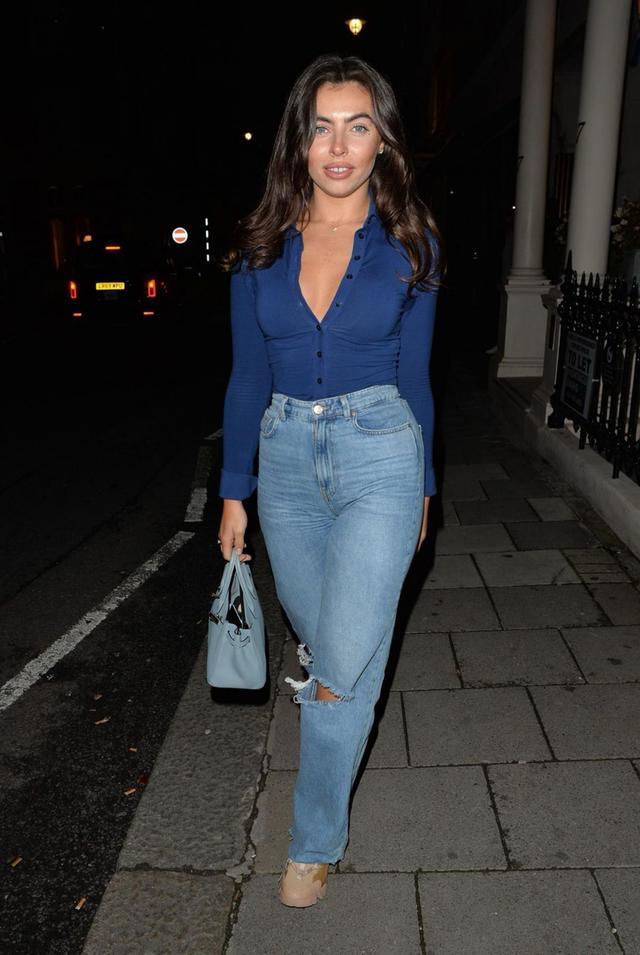 女星弗朗西絲卡·艾倫現身倫敦街頭, 她的氣質很特別-圖2