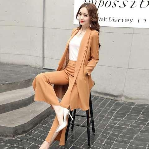 秋季别老穿针织类, 试下显瘦套装, 助你穿出知性成熟女人味