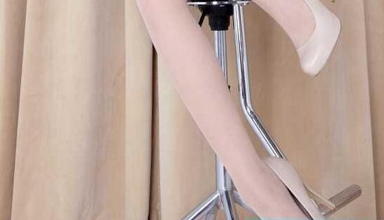 美女白色丝袜搭配乳白色高跟鞋, 纯洁而美好 2