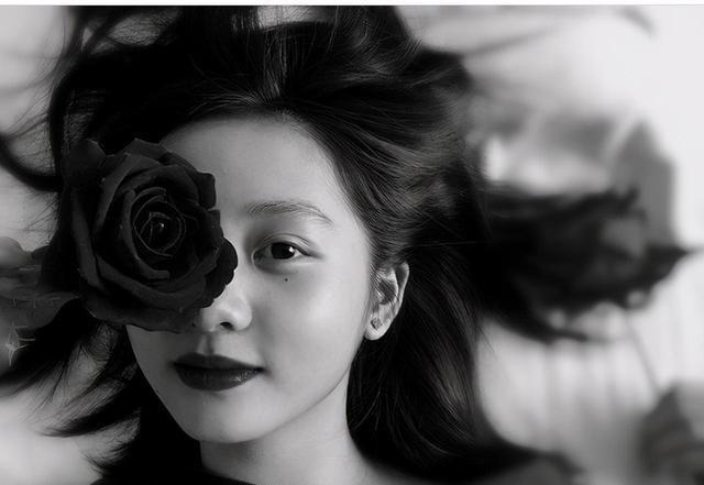 黃磊女兒多多長大瞭! 抹鮮艷紅唇扮輕熟少女, 14歲身高直追何炅-圖9