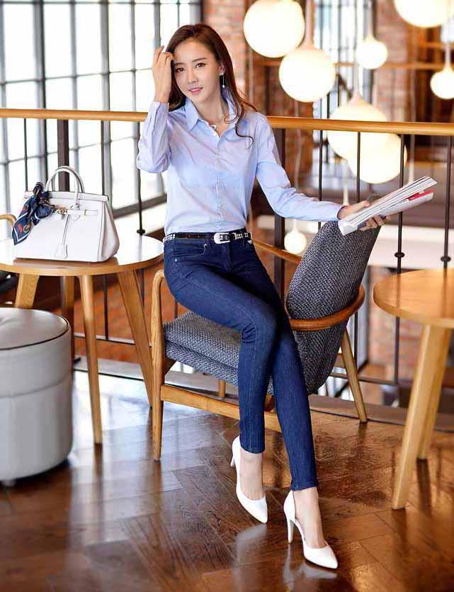 臀大妹子穿牛仔裤就是有魅力, 随性自然清新迷人
