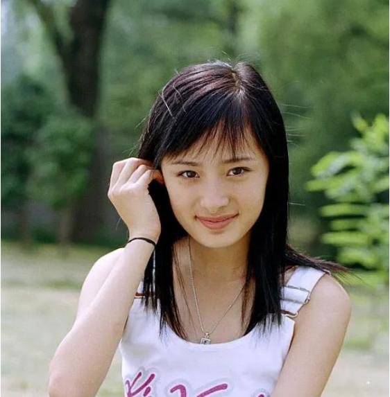 成龍17年前拍電動車廣告, 有誰註意到女配角? 如今火得一塌糊塗-圖7