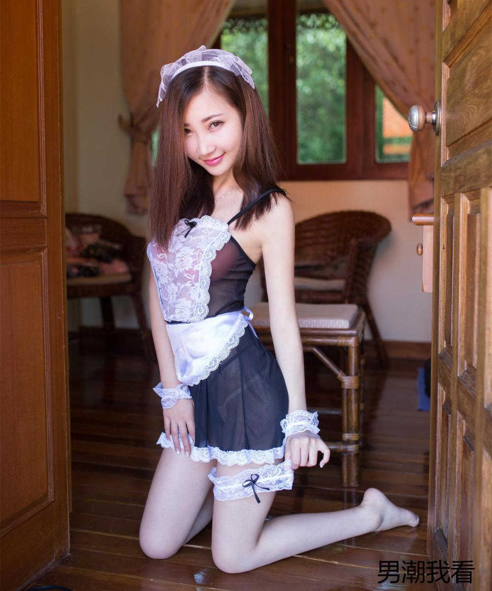 漂亮的黑白蕾丝连衣裙也比不上美女的妖娆身姿那么吸引眼球 3