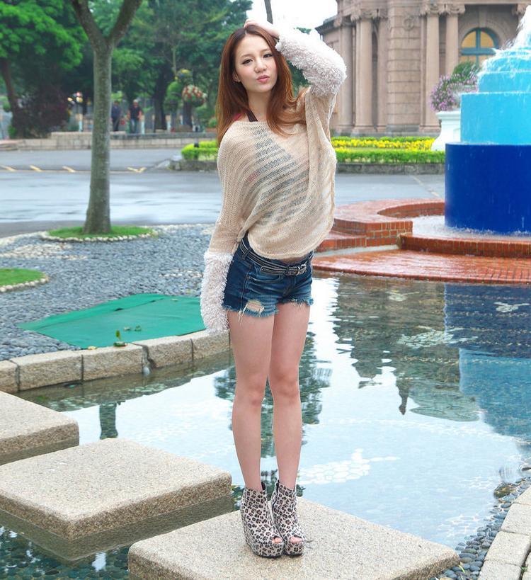 短裤穿出新鲜感, 凸现美女曼妙身姿 1