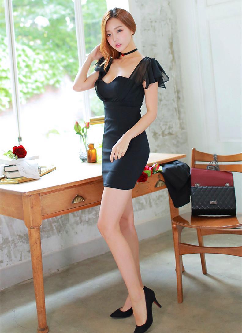 我最喜欢女票穿这的这套黑色连衣裙, 走在接上倍有面子 7