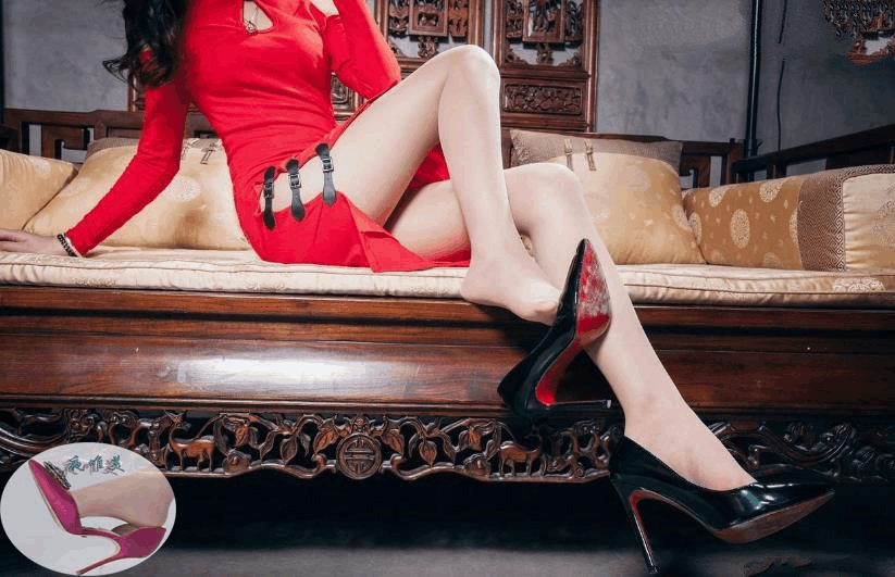 高跟鞋美女美姿秀雅, 又高又直的长腿高挑而充满活力 2