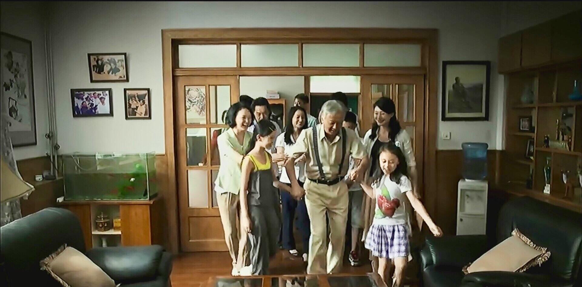 《父母愛情》江德福八十歲生日聚會上的那個白衣少年到底是誰?-圖4