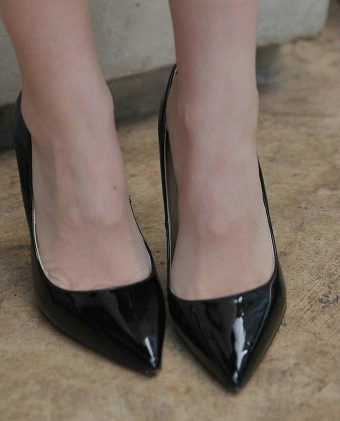 黑色细高跟的优雅让女人味更加迷人, 皮肤显白皙显娇嫩 6