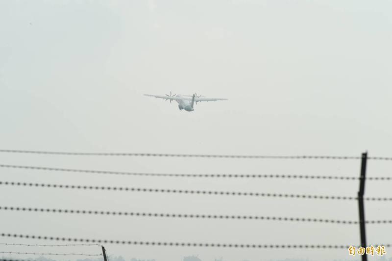 """被香港要求返航的臺軍包機今天補飛, 綠媒: 島內擔心再被""""幹擾""""-圖3"""