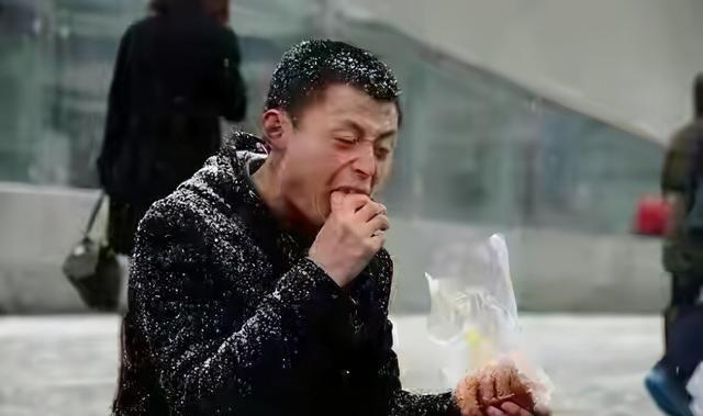 55歲香港著名歌手兼職送外賣: 不求與人相比, 但求超越自己-圖1