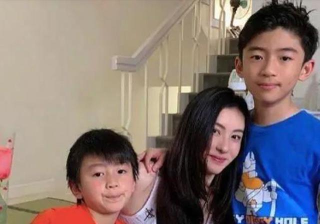 張柏芝的大兒子長殘瞭? 13歲的樣子不像謝霆鋒, 反而神似王祖藍-圖3