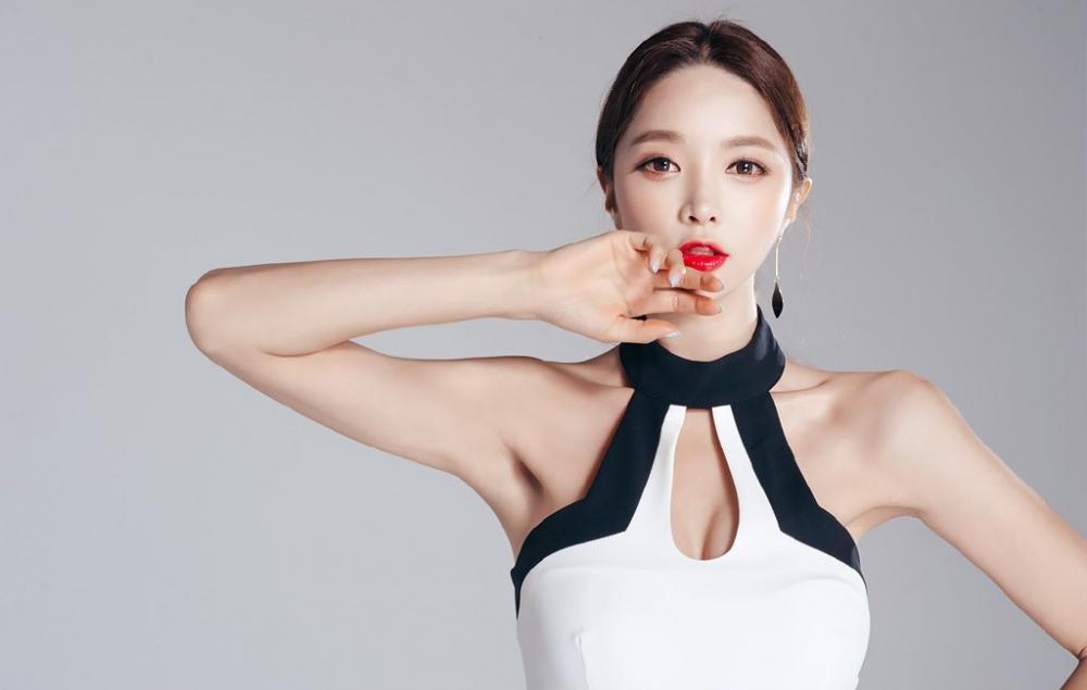 黑白适合剪裁韩版连衣裙, 美腿的既视感让身高更修长