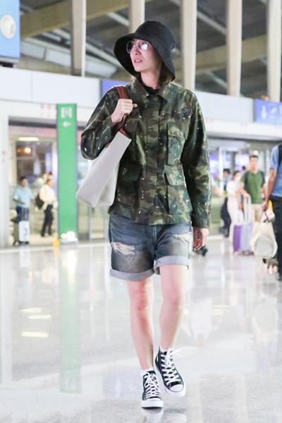 宋佳又来机场凹造型? 网友: 迷彩服真神奇, 穿好是潮, 穿差是民工 2